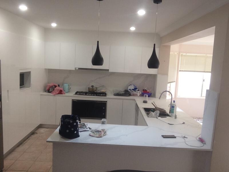 https://buildforia.com.au/wp-content/uploads/2019/10/kitchen-after-1.jpg