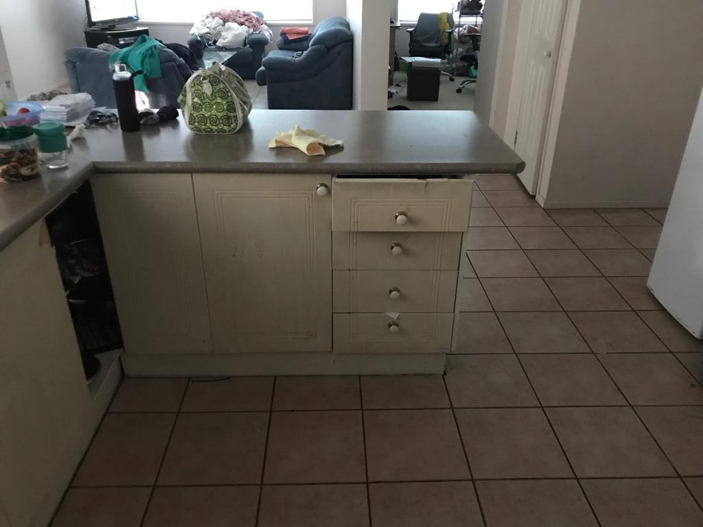 https://buildforia.com.au/wp-content/uploads/2019/10/kitchen-before-1.jpg